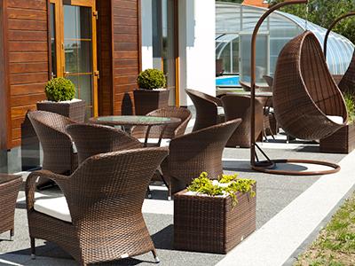 Способы зонировать пространство с помощью мебели для кафе